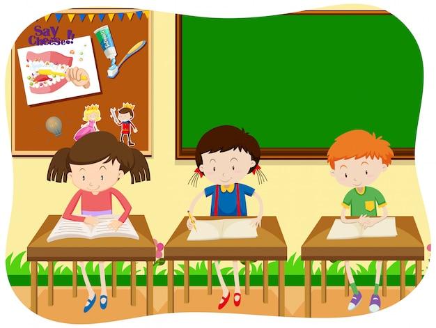 クラスルームで学ぶ3人の学生