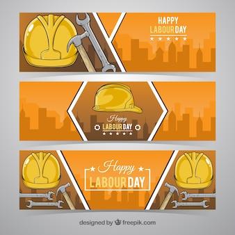 三つの黄色のヘルメット労働の日バナー