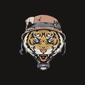 古い兵士のヘルメットと虎の頭