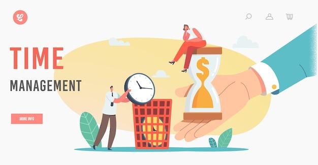 Шаблон целевой страницы управления временем. персонаж крошечной деловой женщины, сидящий на огромных песочных часах с долларом внутри, человек выбрасывает часы в урну для мусора, тратит деньги. мультфильм люди векторные иллюстрации