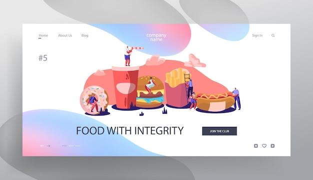 ファーストフードと相互作用する小さなキャラクター。巨大なハンバーガー、ホットドッグ、フライドポテト、ドーナツ、ソーダドリンク。ストリートファーストフードのウェブサイトのランディングページ、ウェブページを食べる人々。