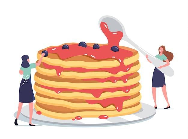 달콤한 시럽을 곁들인 신선한 핫 팬케이크의 거대한 스택을 따르고 신선한 딸기로 장식하는 작은 여성 캐릭터