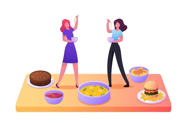 Крошечные женские персонажи, дегустирующие различные блюда, стоят на столе с огромными тарелками и мисками с вкусными блюдами, выпечкой, гамбургерами быстрого приготовления