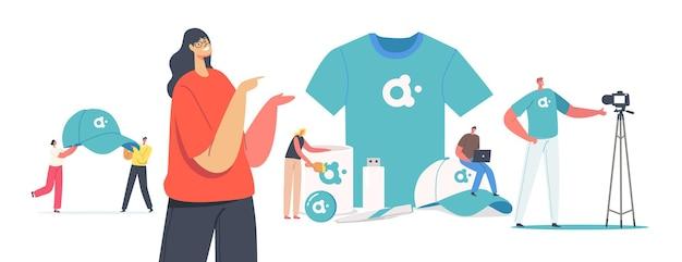 Крошечные мужские и женские персонажи с огромными рекламными продуктами для идентификации бренда. женщина представляет футболку, кепку, карту памяти и кружку с логотипом компании для рекламы. мультфильм люди векторные иллюстрации