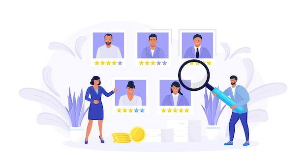 Крошечные люди выбирают лучшего кандидата. менеджеры по персоналу ищут нового сотрудника и выбирают резюме сотрудника или персонала. процесс онлайн-найма. управление человеческими ресурсами и концепция найма