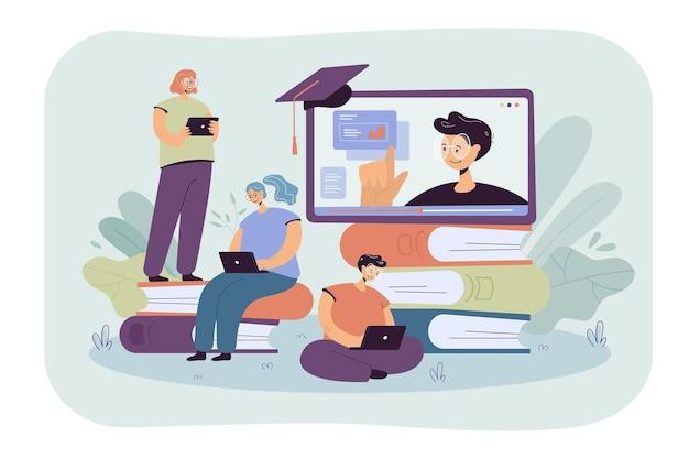 노트북 평면 그림을 통해 온라인 수업을 배우는 작은 학생. 컴퓨터 웨비나 또는 비디오 대학 강의를 듣는 만화 사람들