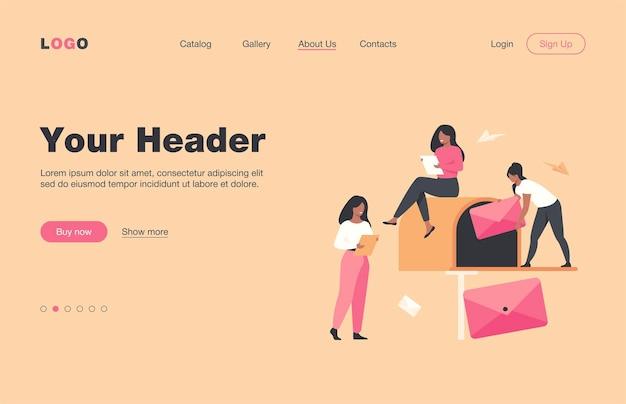 사서함 플랫 랜딩 페이지에서 메일을받는 작은 여성. 뉴스 레터 또는 소셜 뉴스를 읽는 만화 사람들. 비즈니스 개념에 대한 마케팅 및 메일 서비스