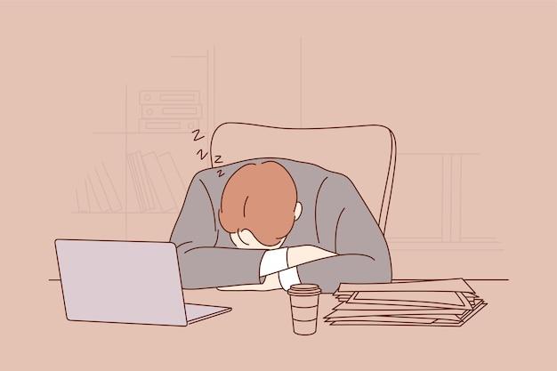 オフィスの職場のテーブルで昼寝をして寝ている疲れた疲れ果てたビジネスマンの店員マネージャー