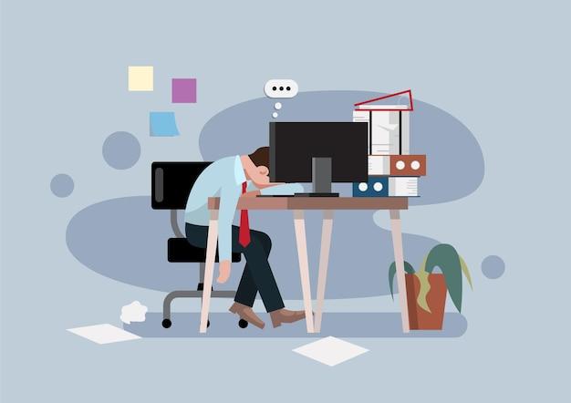 Усталый рабочий-мужчина сидит на своем рабочем месте с компьютером