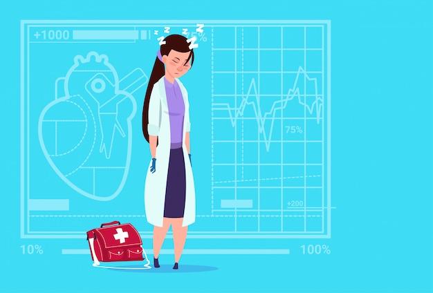 Женский доктор tired napping медицинская клиника работник больницы