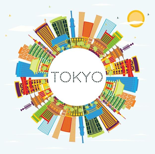 色の建物、青い空、コピースペースのある東京ジャパンシティスカイライン。ベクトルイラスト。近代建築とビジネス旅行と観光の概念。ランドマークのある東京の街並み。