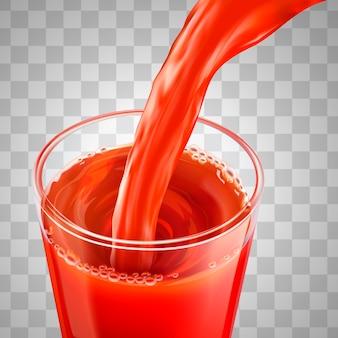 Томатный сок льется в стеклянную чашку, изолированные на прозрачном фоне