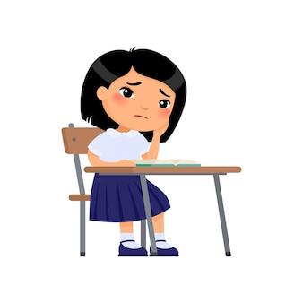 歯痛の概念制服を着た少女が頬に手を握る不幸なアジアの女子高生