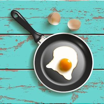 Вид сверху яйца сковороды, изолированные на белом с тенью
