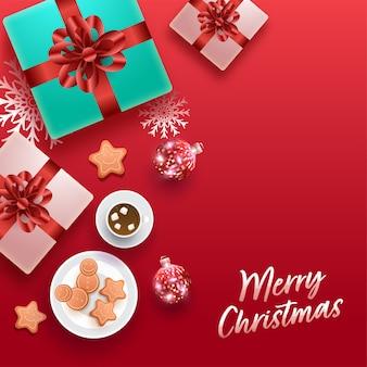 Вид сверху реалистичных подарочных коробок с шарами, пряниками, снежинками и чашкой какао на красном фоне для счастливого рождества.
