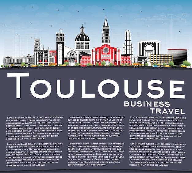 컬러 건물, 푸른 하늘 및 복사 공간이 있는 툴루즈 프랑스 도시의 스카이라인. 삽화