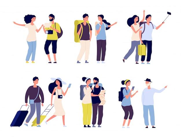 Туристические персонажи. молодая семейная пара, туристы путешествуют с рюкзаками и сумками, чемоданами. летние каникулы людей