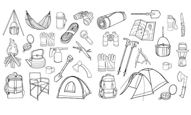 관광 장비. 하이킹, 여행. 캠핑을위한 아이콘 세트입니다. 낙서 스타일의 그림입니다.