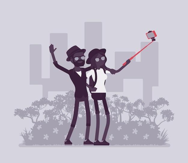 Туристы, делающие селфи. путешествие молодой пары, посещение мест для удовольствия, фотографирование на смартфон, стикер для публикации в социальных сетях, автопортрет. векторная иллюстрация, безликие персонажи