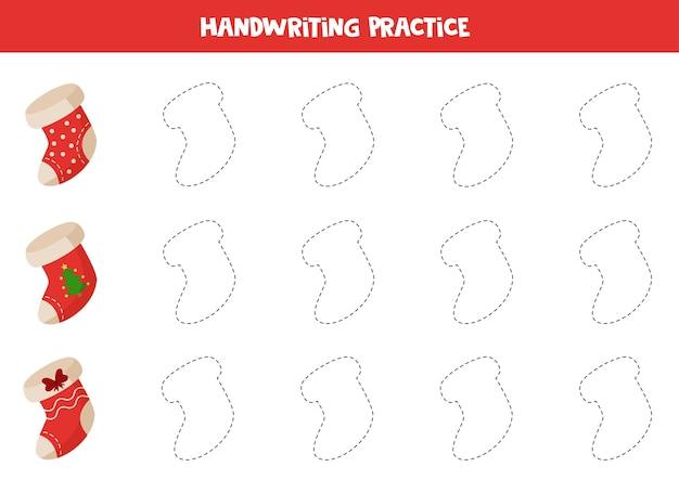 漫画のクリスマスソックスの輪郭をトレースします。子供のための手書きの練習。