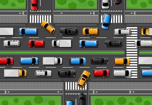 Пробка по городской автостраде с автомобилями, едущими по дороге, вид сверху