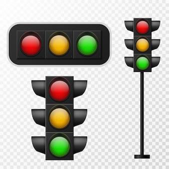 신호등. 빨간색, 노란색 및 녹색의 세 가지 색상이 있는 사실적인 전등. 거리 규제 시스템 신호, 도시의 도로 안전, 투명 배경에 고립 된 벡터 세트