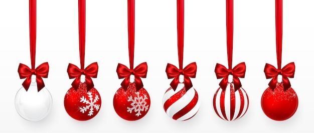雪の効果と赤い弓のセットで透明な赤いクリスマスボール Premiumベクター