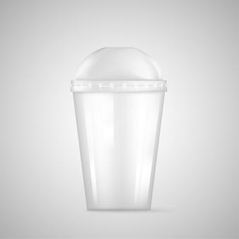 빨대가 달린 투명한 플라스틱 일회용 컵.