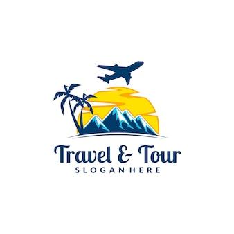 Логотип путешествия и путешествия с концепцией горы и самолета