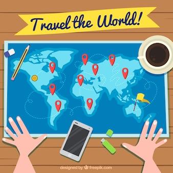 Путешествие фон с человеком, глядя на карту мира