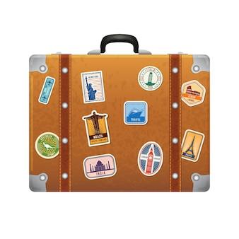 レトロな革のスーツケースにステッカーを旅行します。ベクトルラベルセット