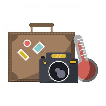 дорожный чемодан, камера и термометр