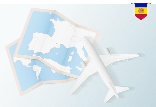 안도라의 지도와 국기가 있는 평면도 비행기인 안도라로 여행하십시오.