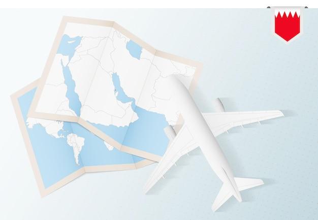 지도와 바레인 국기가 있는 탑 뷰 비행기인 바레인으로 여행하십시오.