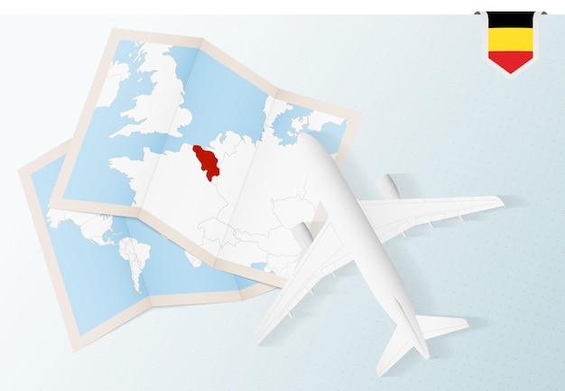 Путешествие в бельгию, самолет вид сверху с картой и флагом бельгии.