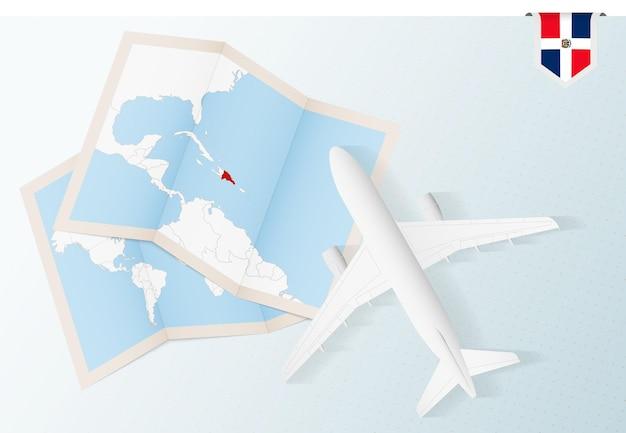 Путешествие в доминиканскую республику, самолет вид сверху с картой и флагом доминиканской республики.