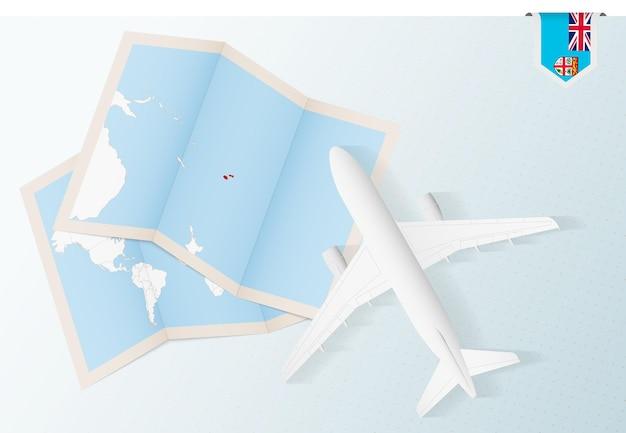 피지의 지도와 국기가 있는 평면도 비행기인 피지로 여행하십시오.