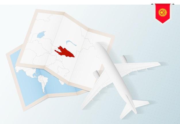 키르기스스탄의 지도와 국기가 있는 평면도 비행기인 키르기스스탄으로 여행하십시오.