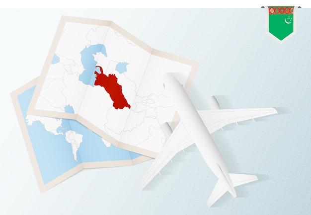 투르크메니스탄의 지도와 국기가 있는 평면도 비행기인 투르크메니스탄으로 여행하십시오.