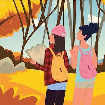 Путешественники женщины с картой осеннего леса