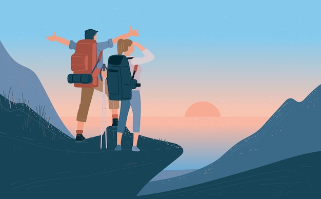 Путешественники мужчина и женщина с рюкзаком стоят на горе и смотрят восход солнца над морем