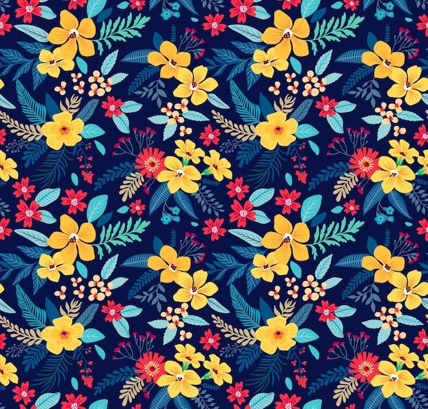 エキゾチックな花とトレンディなシームレスな花柄。紺色の背景に黄色い花。ファッションプリントの春の花の花束。
