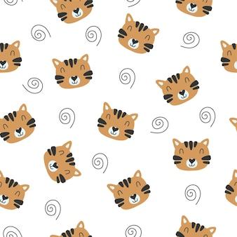 虎の顔と白い背景の上のカールとトレンディなシームレスパターン