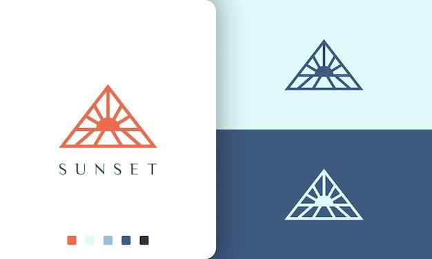 シンプルでミニマリストなスタイルの三角形の太陽または海のロゴ