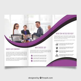 紫色の波状の三角形のパンフレット