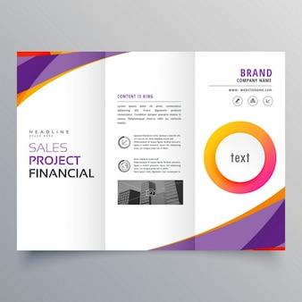 Креативный шаблон trifold брошюра с фиолетовыми и оранжевыми формы волны