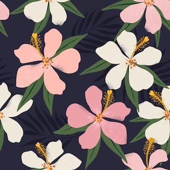 Тропические цветы и художественные пальмовые листья бесшовные иллюстрации