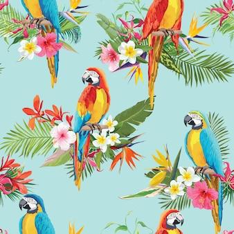 熱帯の花とオウムの鳥のシームレスな背景。レトロな夏のパターン