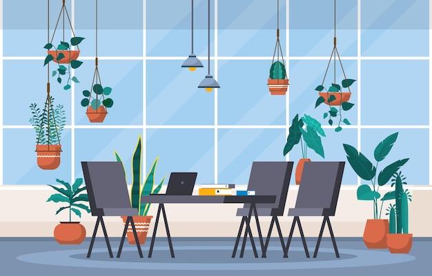 Тропическое комнатное растение зеленое декоративное растение в рабочем пространстве офиса