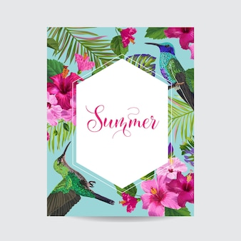 Тропическое лето цветочный плакат с колибри. летняя открытка с цветами гибискуса и птицами. продажа баннеров с пальмовыми листьями и золотой рамкой. векторная иллюстрация